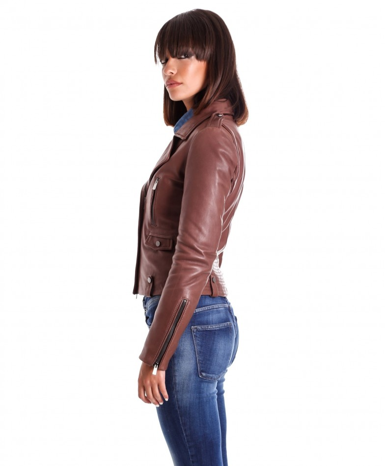 giacca-in-pelle-da-donna-modello-chiodo-biker-zip-trasversale-color-marrone-barbara- (2)