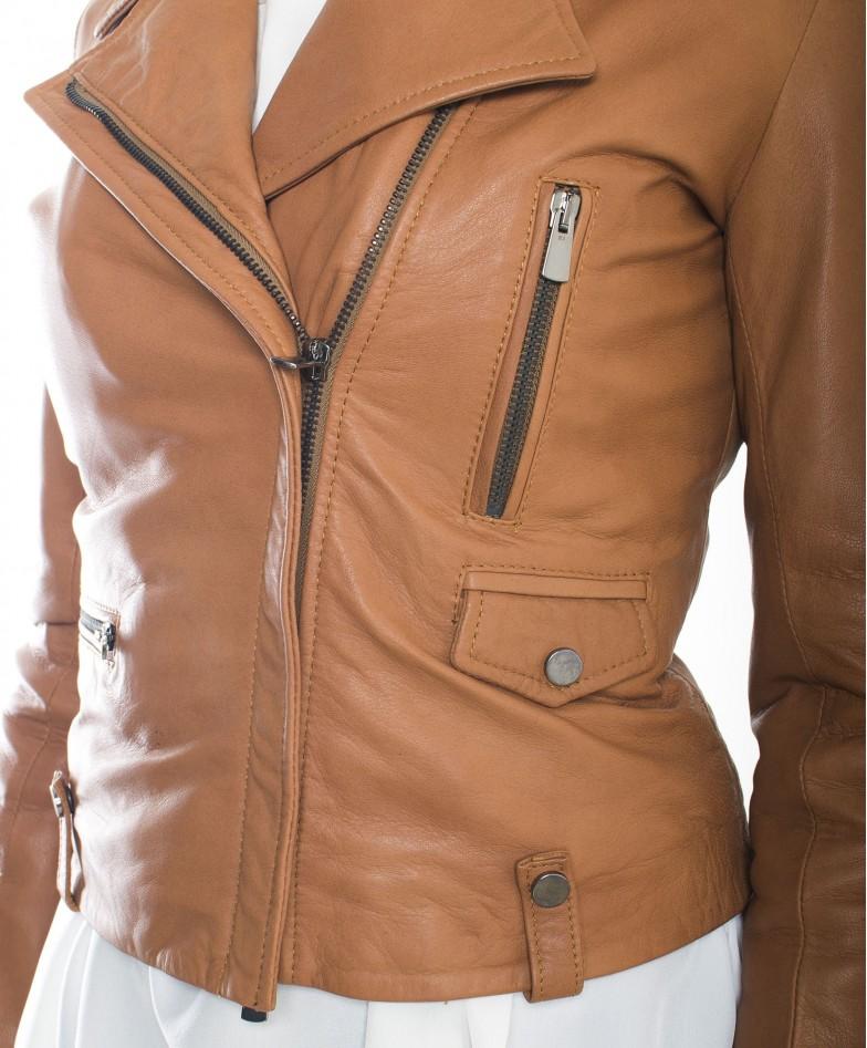 giacca-in-pelle-da-donna-modello-chiodo-biker-zip-trasversale-color-rosso-barbara- (1)