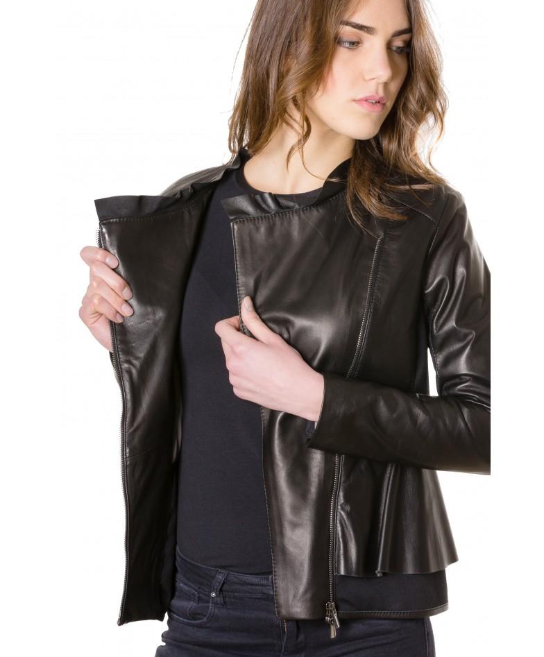 giacca-in-pelle-donna-con-balze-modello-chiodo-biker-con-zip-trasversale-colore-nero-clips- (3)