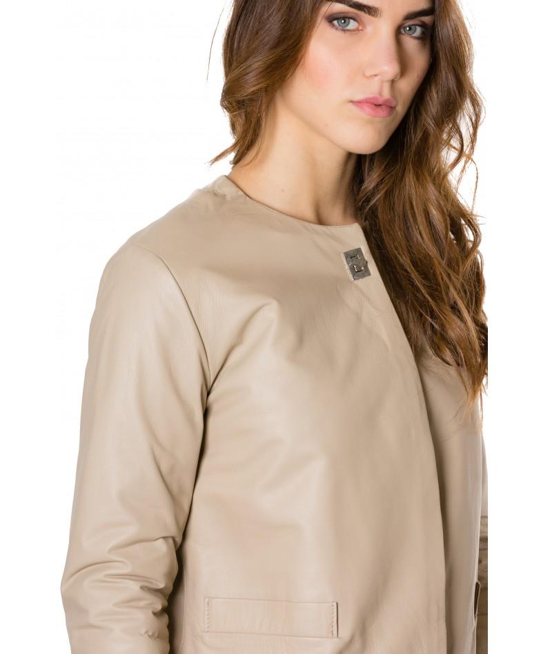 giacca-in-pelle-donna-con-chiusura-a-borsa-e-girocollo-color-crema-f102 (1)