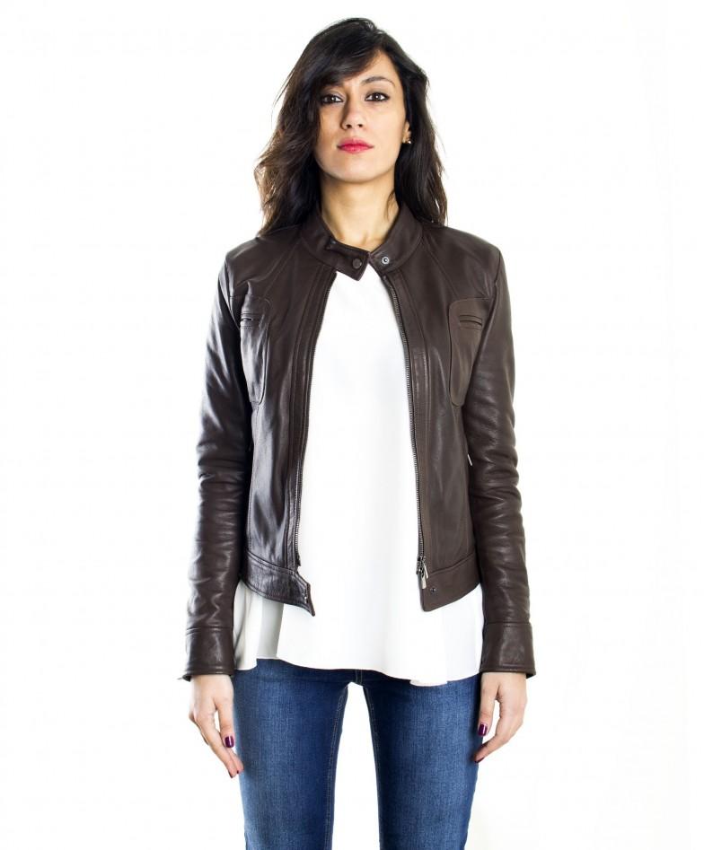 giacca-in-pelle-donna-modello-biker-con-collo-mao-e-taschini-colore-testa-di-moro (2)