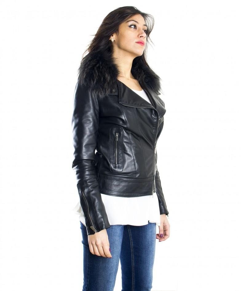 giacca-in-pelle-donna-modello-chiodo-biker-con-zip-trasversale-colore-nero-f202-collo-volpe (2)